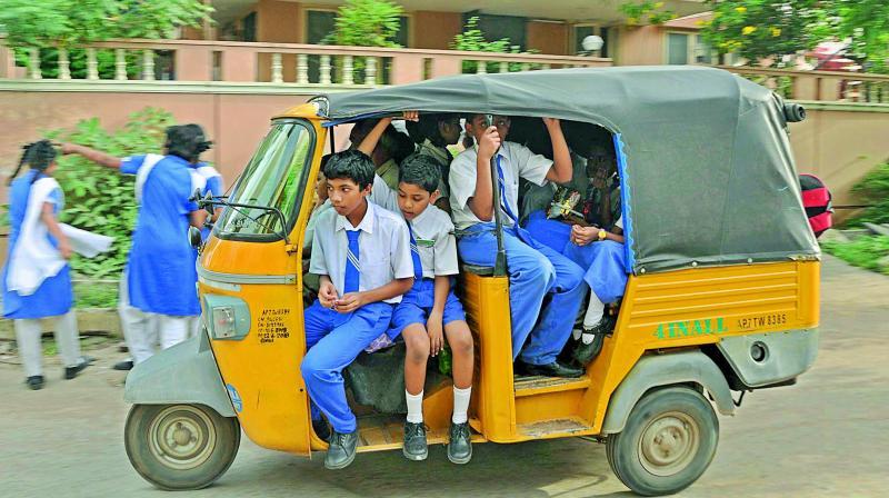 Father's Day True Story : Dil Me Jagah honi Chahiye by Arun Pandit Arun Pandit Auto Rikshaw school students pic